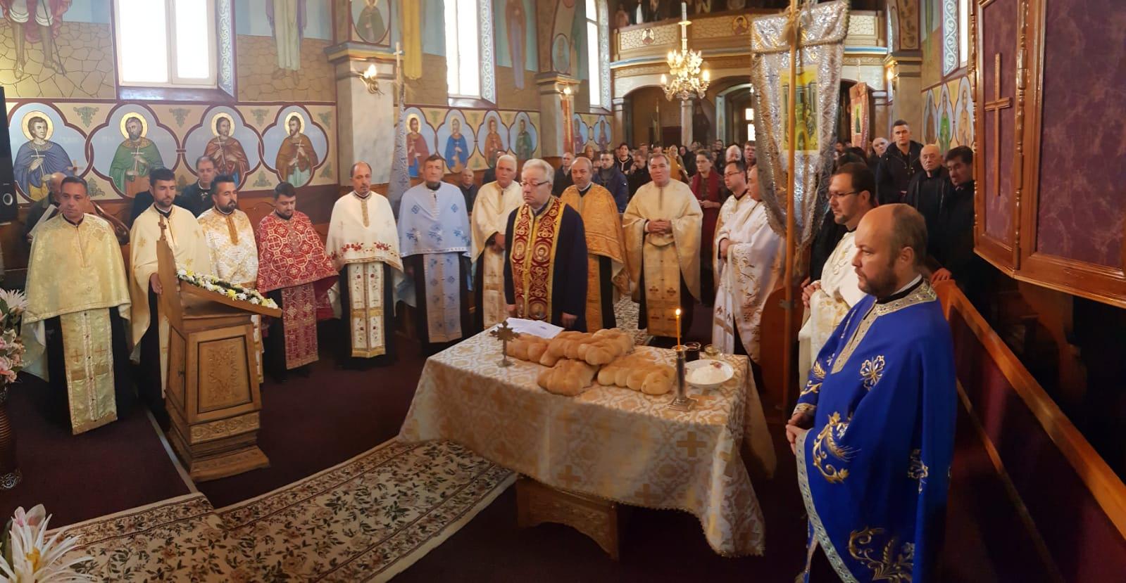 Cerc preoţesc în parohia Chiuza, în prezenţa părintelui protopop Ioan Dâmbu