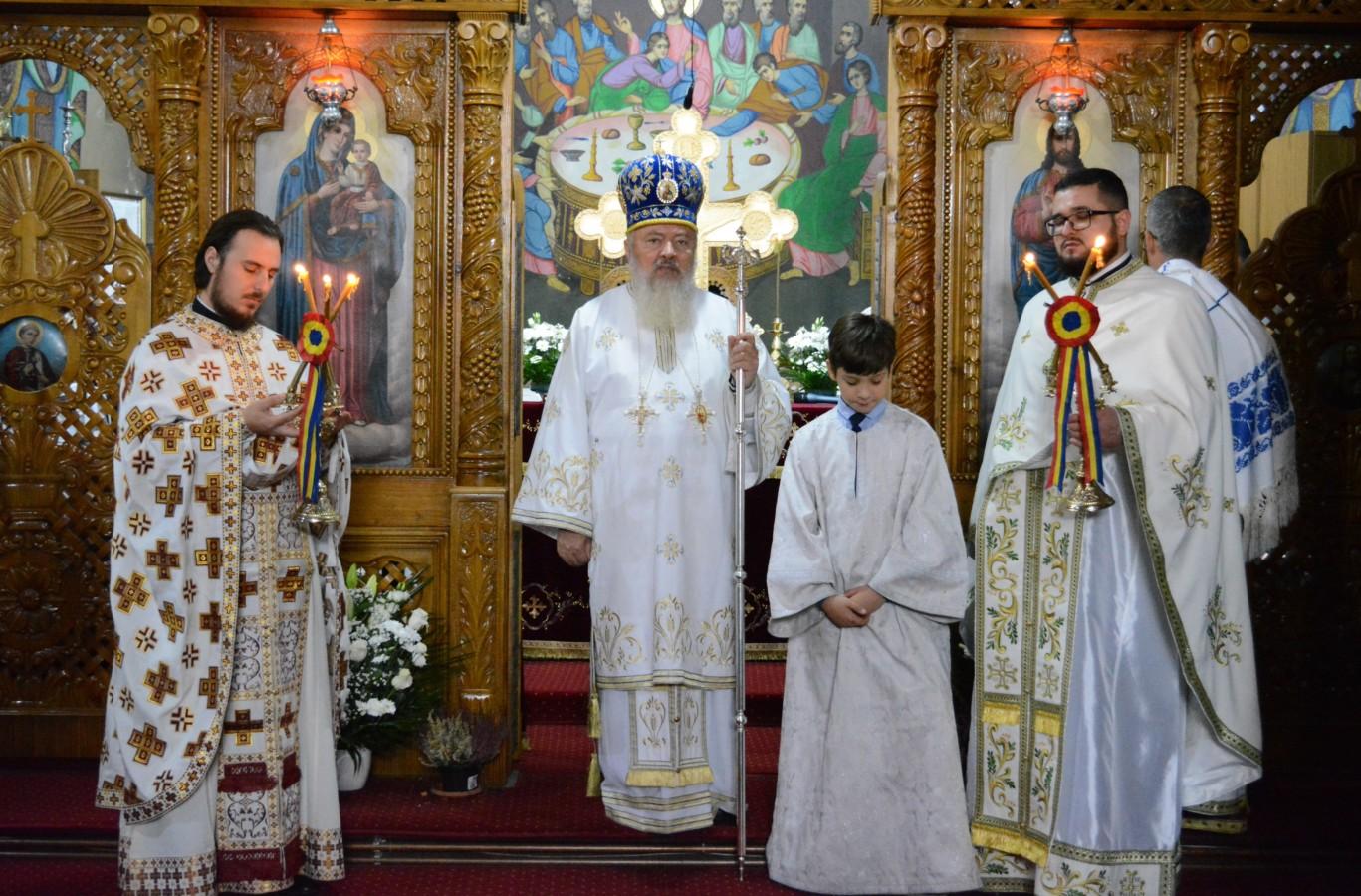 """Mitropolitul Clujului, la hramul parohiei """"Intrarea în Biserică a Maicii Domnului"""" din Gherla"""