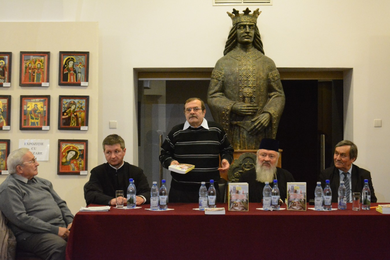 """Lansarea cărții """"Personalități ale centenarului Marii Uniri din 1918 în cimitirele clujene - ghid istoric"""", la Muzeul Mitropolitan"""