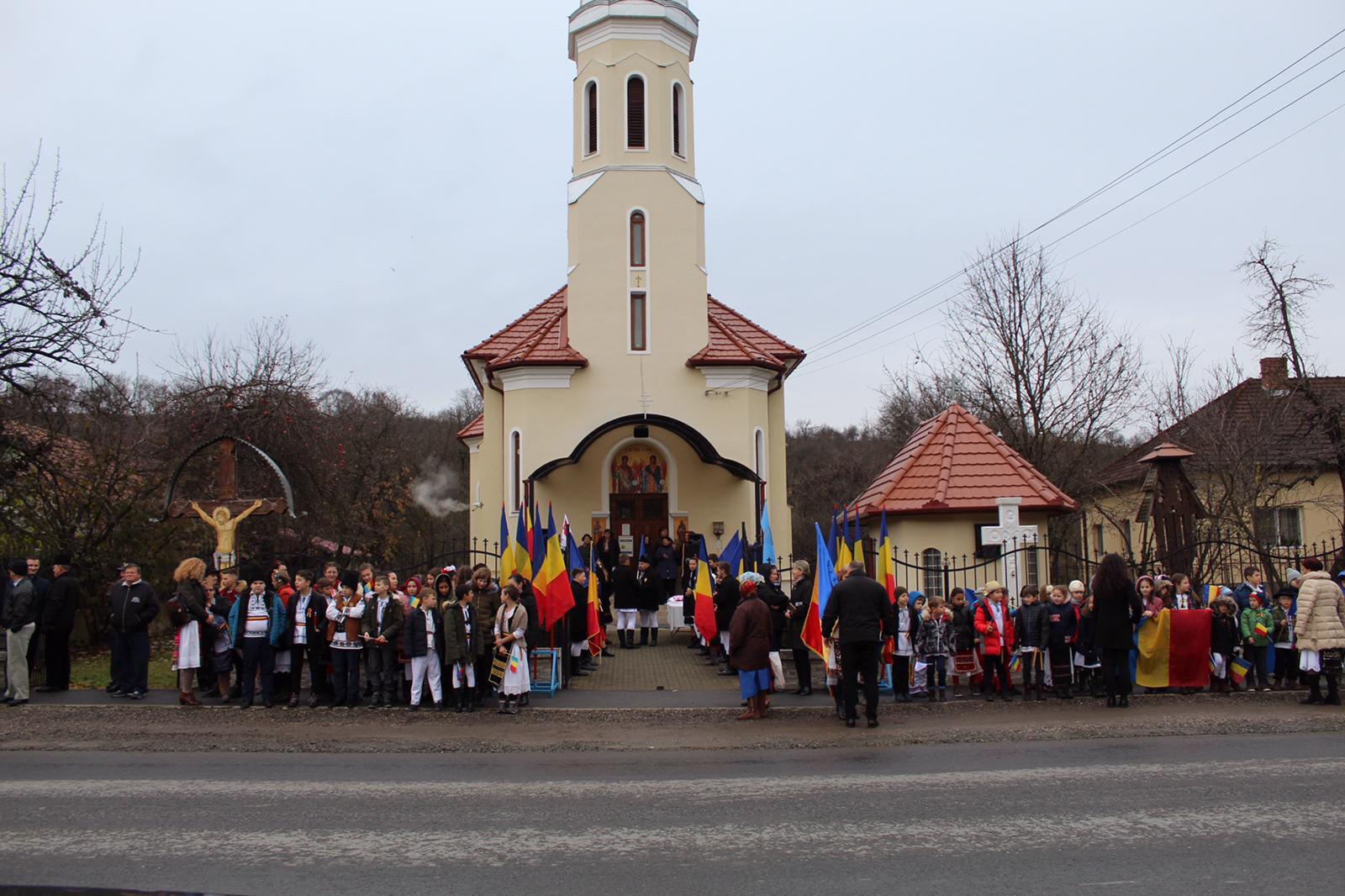 Delegația pornită de la Satu Mare spre Alba Iulia, întâmpinată la Luna de Sus