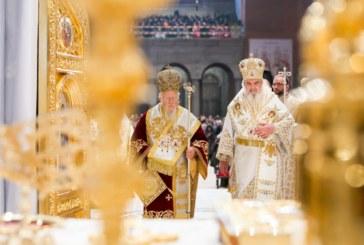 Eveniment istoric: Patriarhul Ecumenic şi Patriarhul României au sfinţit Catedrala Mântuirii Neamului