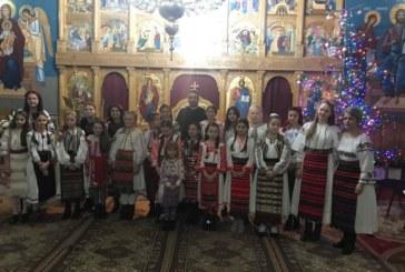 """Colinde și expoziție de icoane la Biserica Ortodoxă """"Sfânta Treime"""" din Bistrița"""