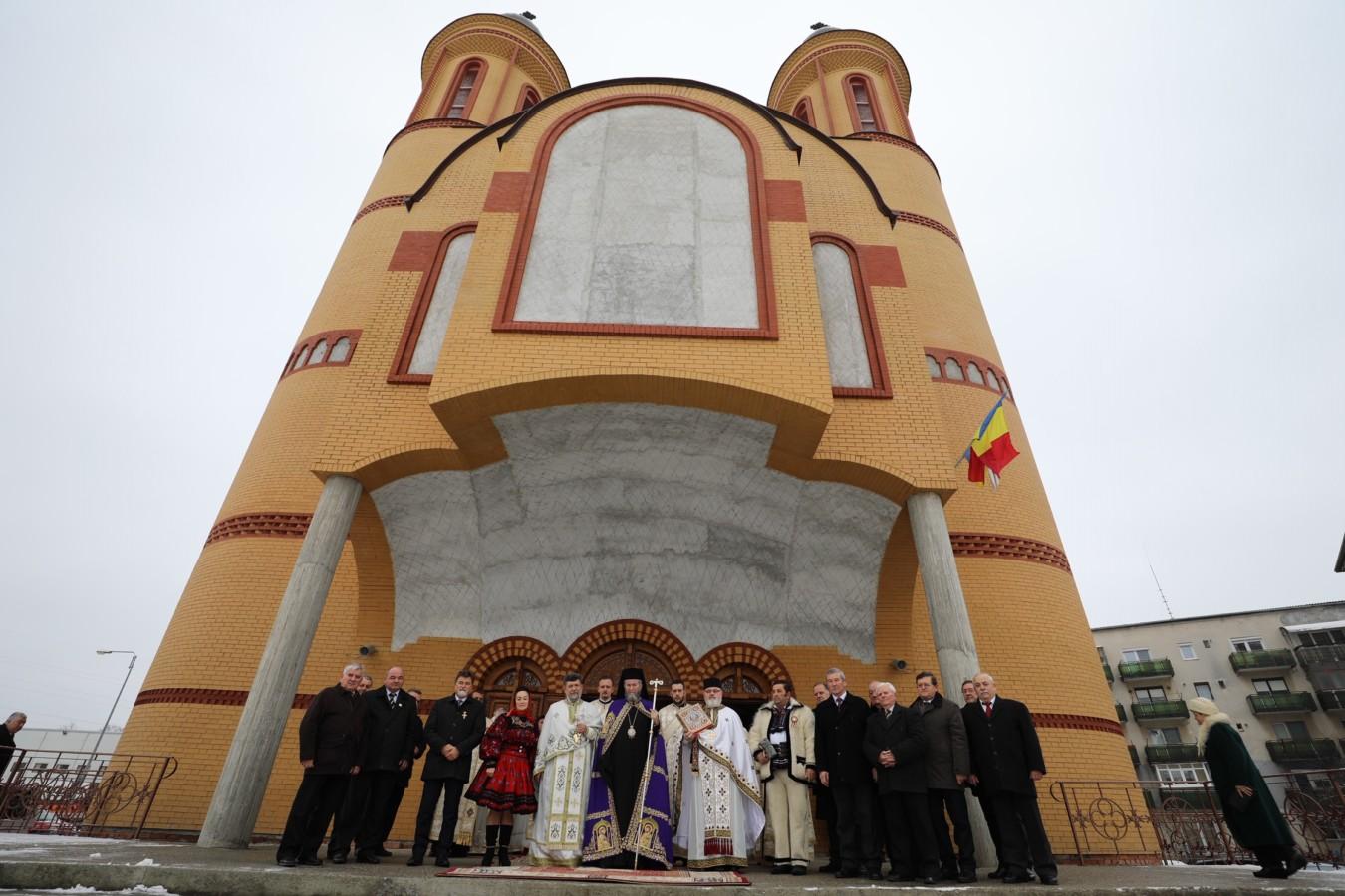 """Liturghie Arhierească în biserica cu hramul """"Buna Vestire"""" din Satu Mare,  a doua zi de Crăciun"""