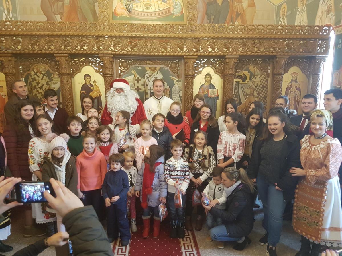 """Naşterea Domnului, vestită de copii la """"Liturghia şi şcoala duminicală"""""""