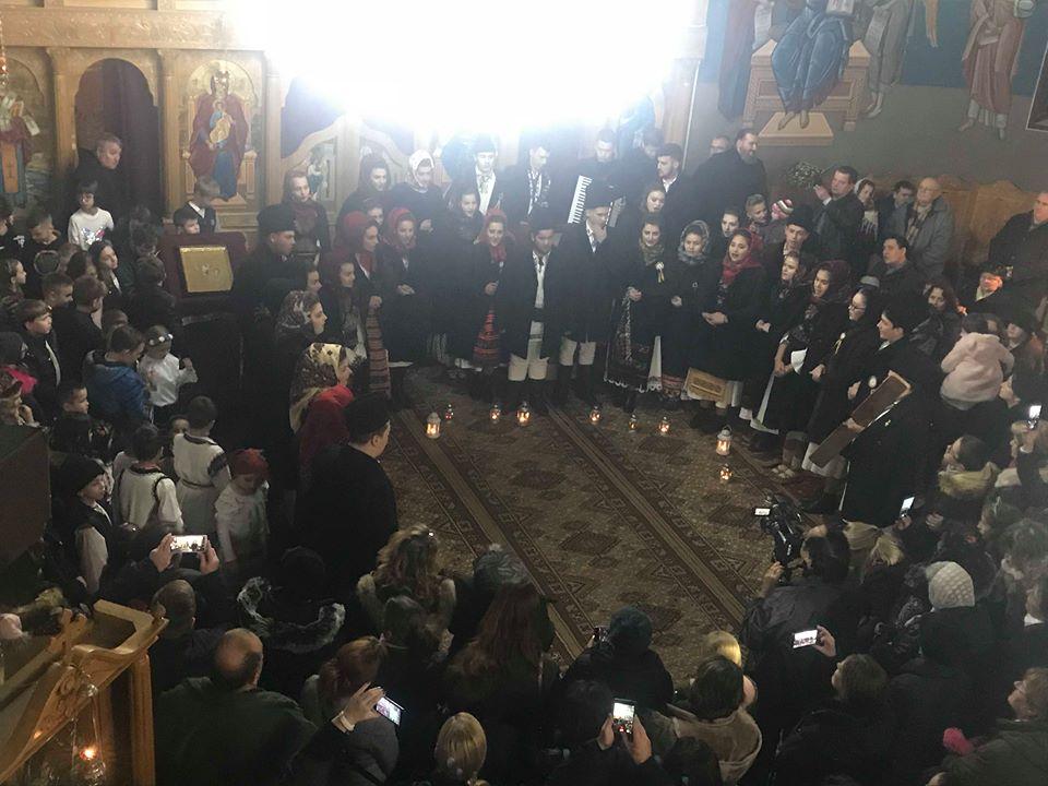 """Colinde și File de Istorie,  în parohia """"Sfânta Treime"""" din Bistrița"""