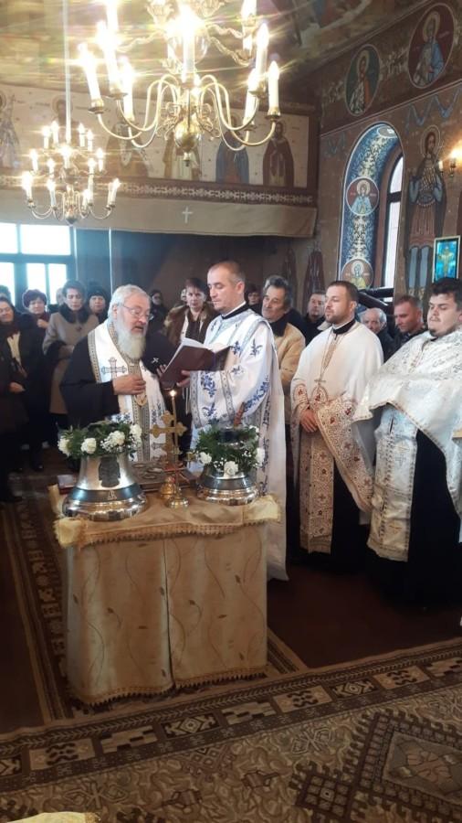 Înaltpreasfințitul Părinte Andrei a sfințit noile clopotele ale Parohiei Maia