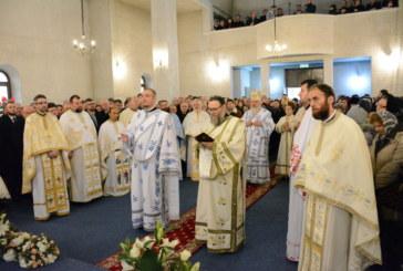 """Noua biserică a parohiei bistrițene """"Buna Vestire"""", binecuvântată de Mitropolitul Clujului, a doua zi de Crăciun"""