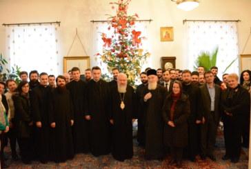 Angajații Arhiepiscopiei Clujului și-au colindat ierarhii