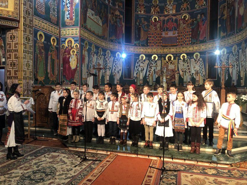 "300 de colindători la Biserica ""Sfânta Treime"" din Dej"