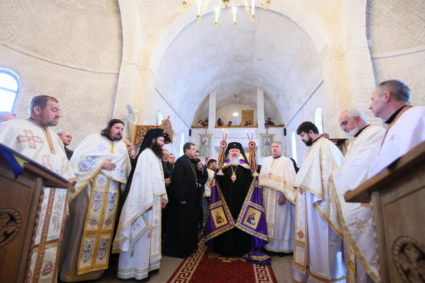 ÎPS Andrei, prezent la hramul istoric al parohiei Turda Fabrici, ocrotită de Sfântul Ioan Botezătorul