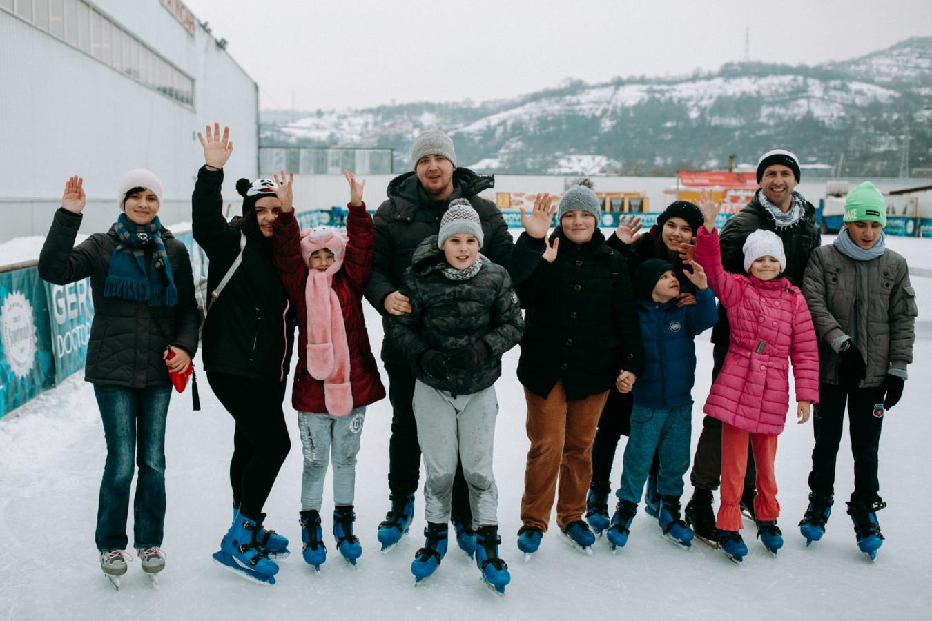 ASCOR Cluj la patinoar împreună cu copiii de la Liceul pentru Deficienți de Vedere