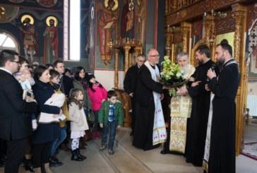 """Cartea """"Bucuria Credinței – Părintele Episcop Vasile Flueraș la 70 de ani"""", prezentată în parohia """"Adormirea Maicii Domnului"""""""