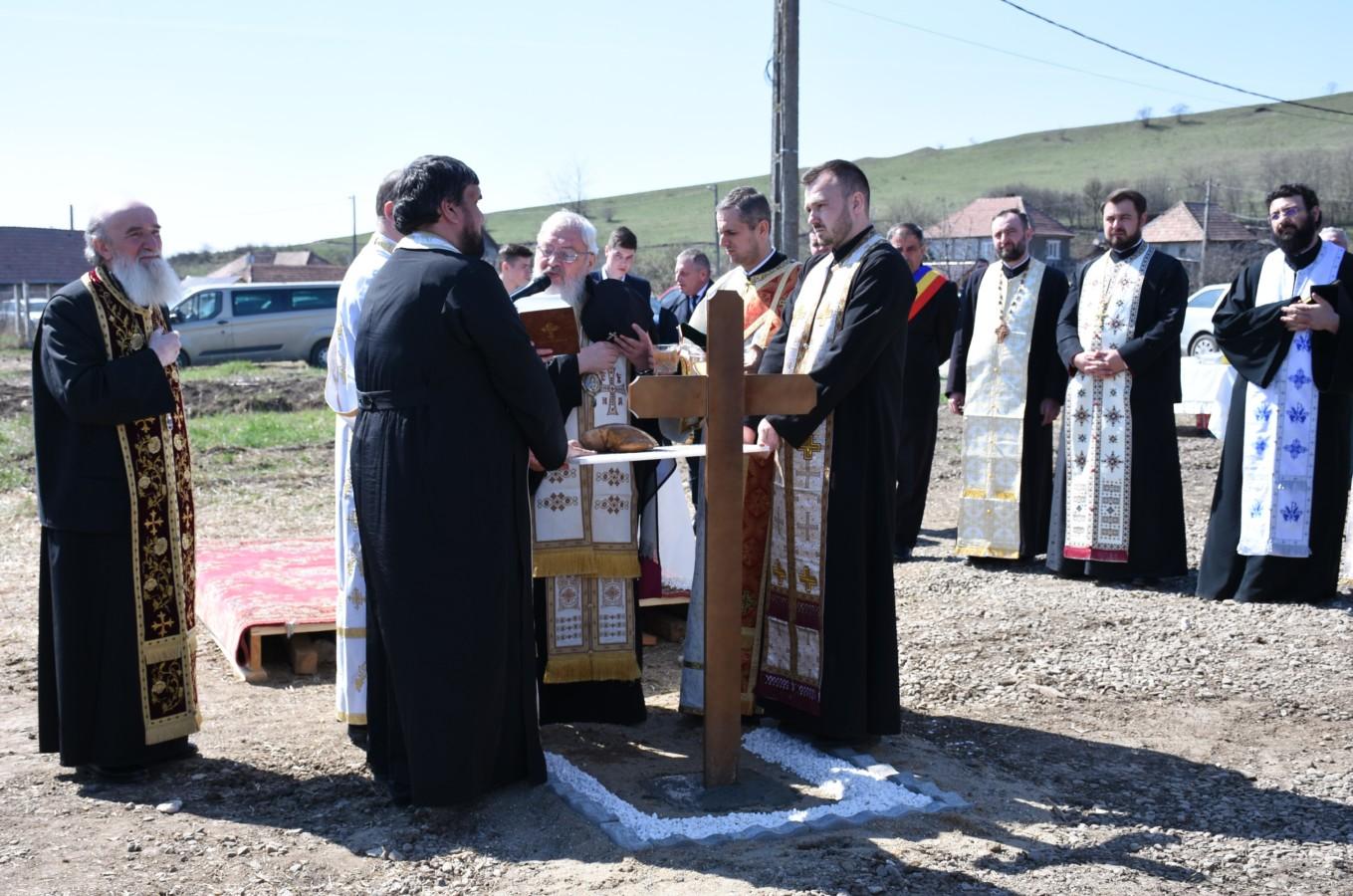 Părintele Mitropolit Andrei a pus piatra de temelie pentru noua biserică din localitatea clujeană Sub Coastă