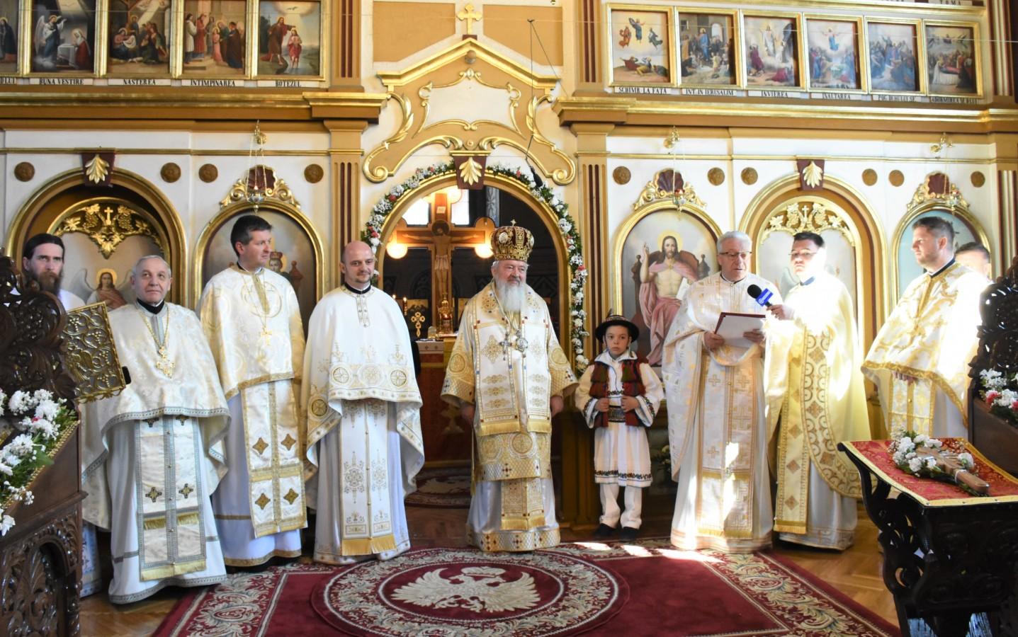 Mitropolitul Clujului, în mijlocul credincioșilor parohiei năsăudene Rebra