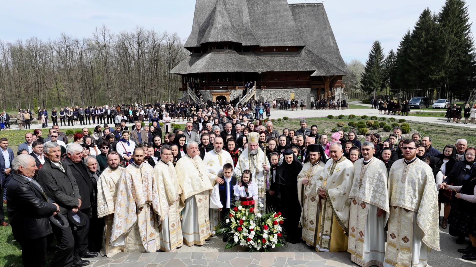 Sfânta Liturghie Arhierească la Mănăstirea Săpânţa- Noul Peri