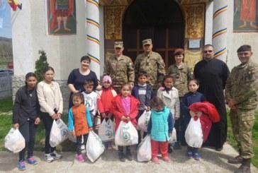 Daruri din partea militarilor dejeni pentru familiile nevoiașe din Diviciorii Mari au primit
