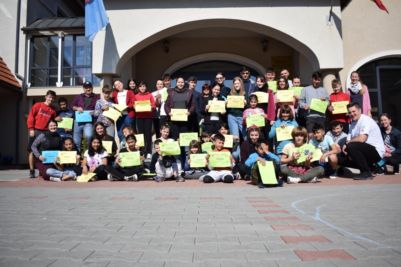 Tabără pentru tinerii și copiii din Centrul pentru Protecția Copilului Beclean