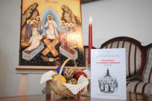 """ÎPS Andrei: """"Să nu uităm că mulţi din cei ce locuiesc la oraș vin de la ţară şi, nădăjduim noi, că aduc cu ei spiritualitatea creştină care are în centrul preocupărilor ei Sfânta sărbătoare a Paştilor."""""""