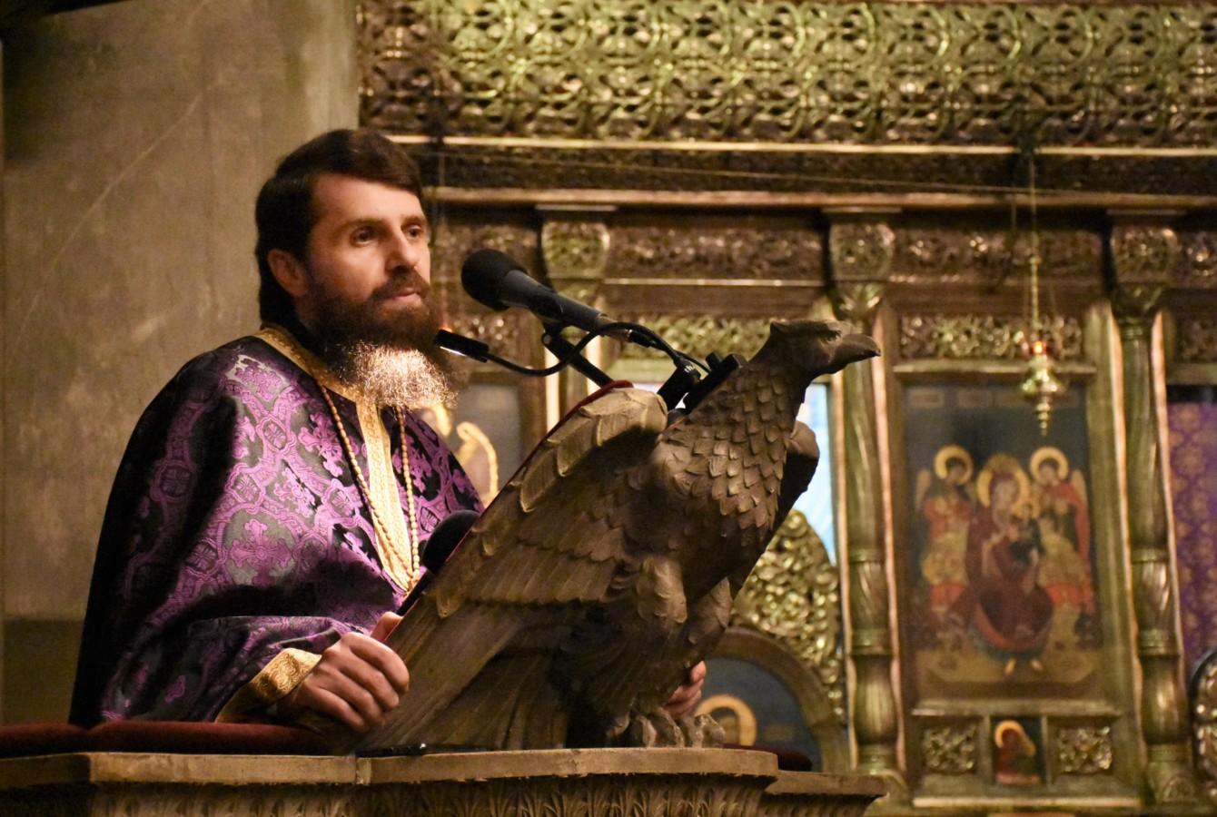Cuvânt Arhim. Benedict Vesa – Crucea, mijloc de tămăduire al omului – 25 aprilie 2019