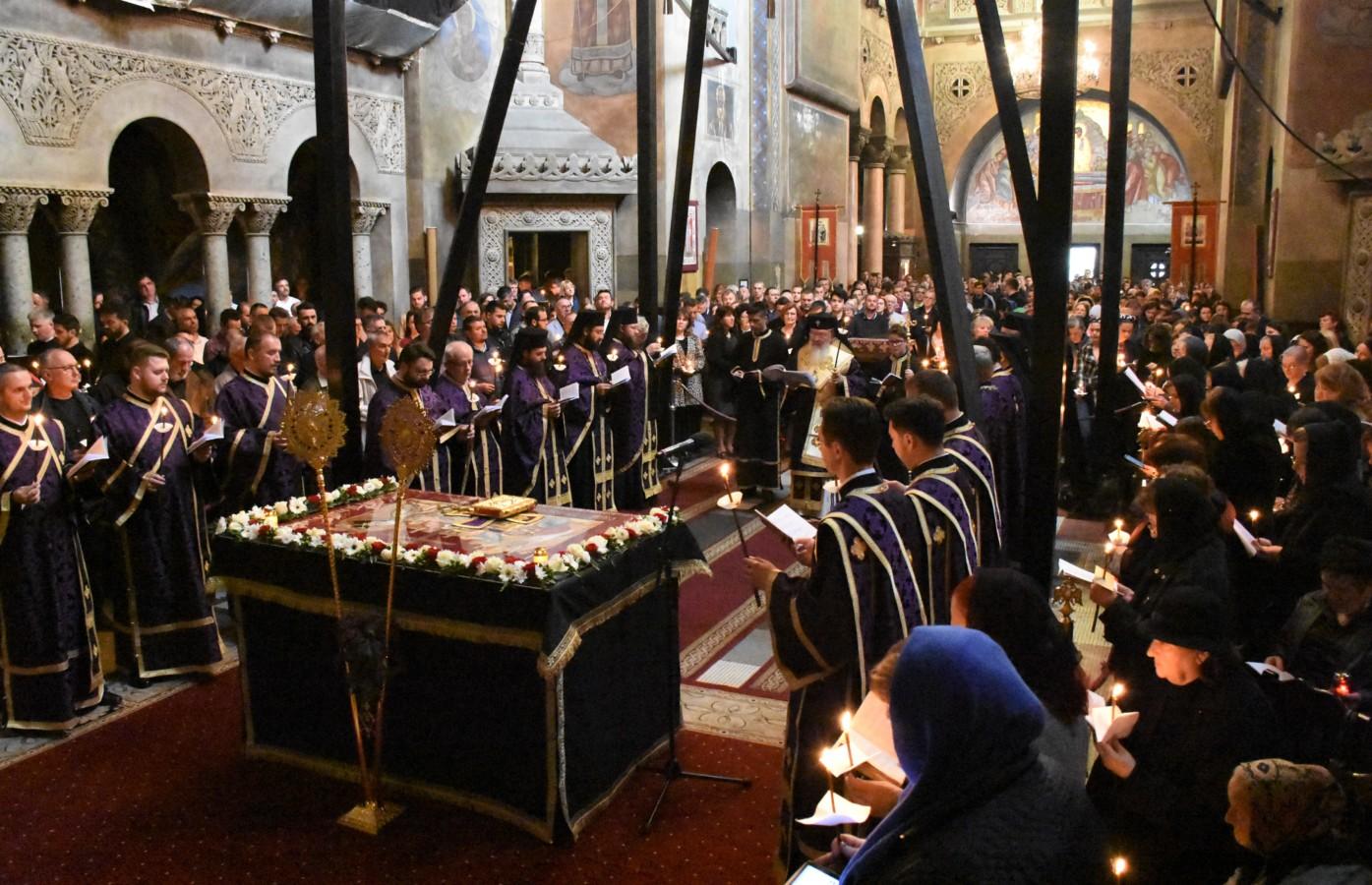 Sute de clujeni au cântat Prohodul Domnului, la Catedrala Mitropolitană din Cluj-Napoca