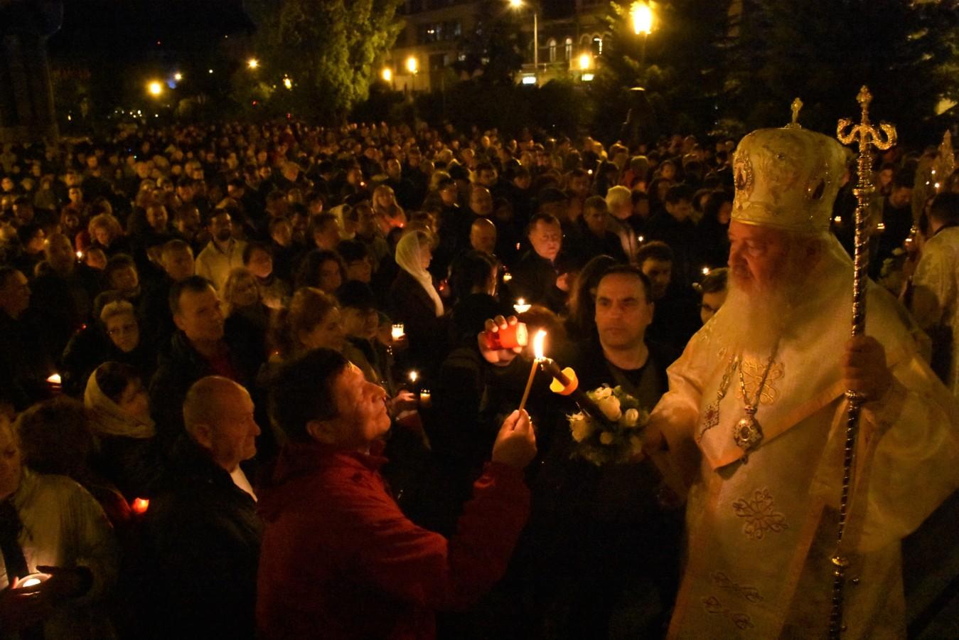 Mii de clujeni, în Noaptea de Înviere, la Catedrala Mitropolitană din Cluj-Napoca