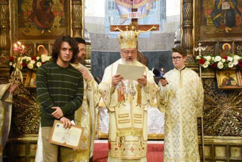 Prima zi de Paști, la Catedrala Mitropolitană din Cluj. ÎPS Andrei a premiat un elev olimpic internațional
