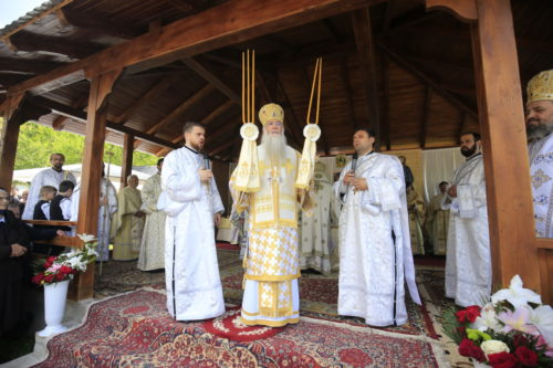 Cinci ierarhi ai Bisericii Ortodoxe Române, la sărbătoarea Parohiei Huta
