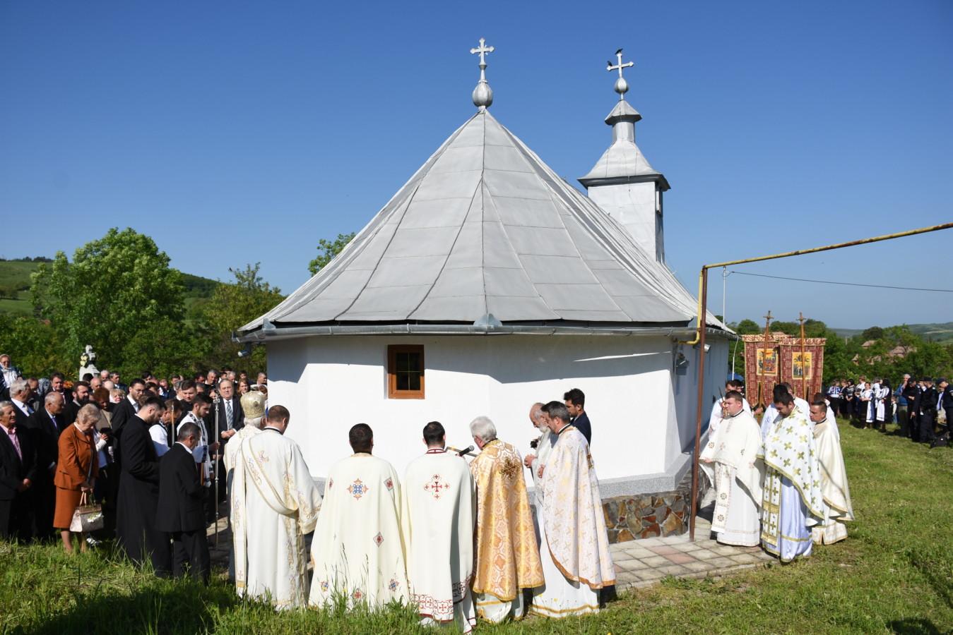 """Resfințirea Bisericii """"Pogorârea Sfântului Duh"""" din satul Țăgșoru, jud. B-N"""