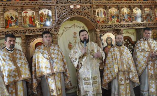 Slujbă de întocmire a Sfintei Mese și sfințire de catapeteasmă în Parohia Panic