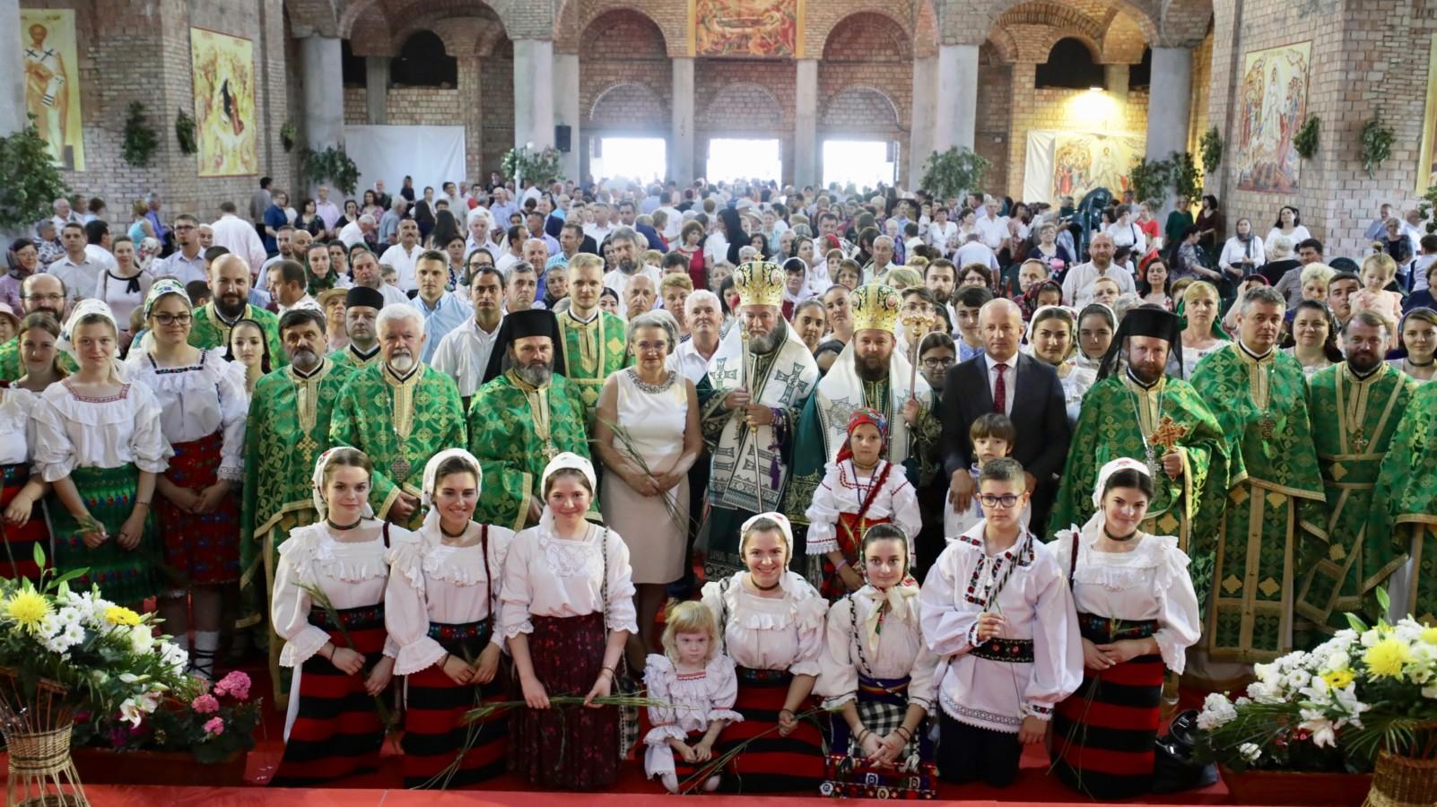 """Hramul Catedralei Episcopale """"Sfânta Treime"""" din Baia Mare şi Procesiunea """"Spre Sfânta Treime"""""""