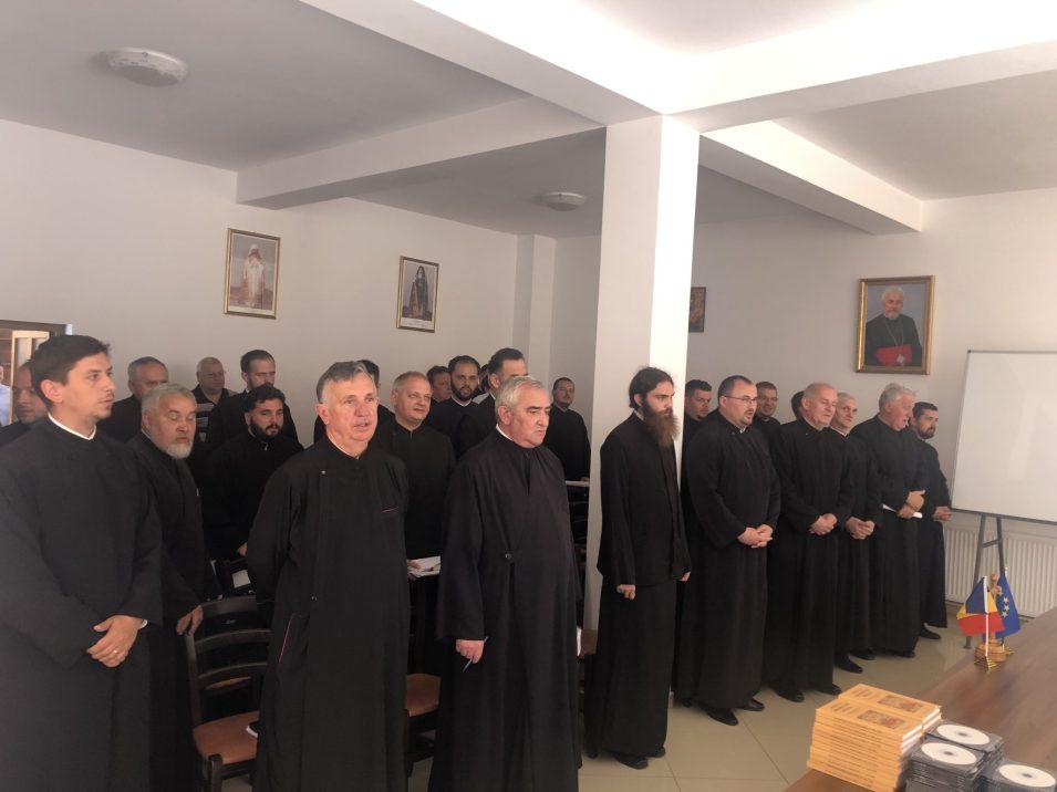 """Volumul ,,Cântări la înmormântarea mirenilor"""", autor pr. prof. univ. dr. Vasile Stanciu, lansat la Dej"""
