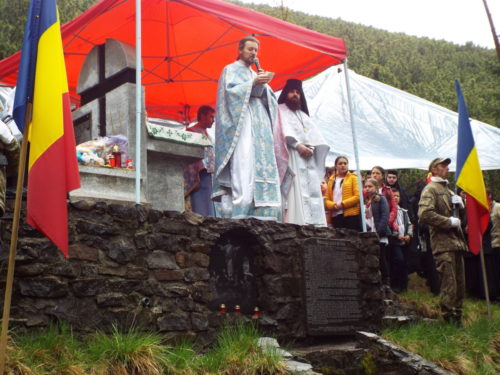 Pomenirea Eroilor pe Vârful Grui din Munții Călimani