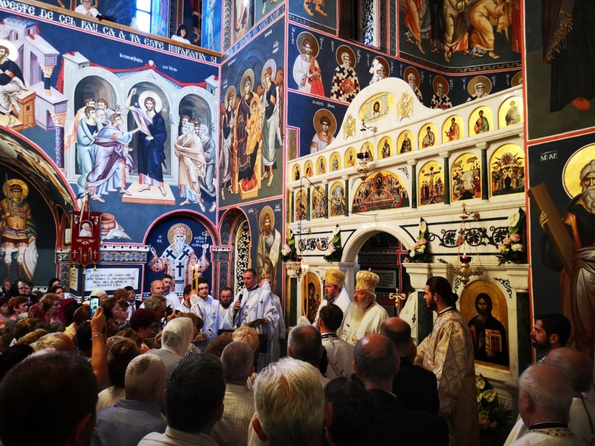 """<span style='color:#B00000  ;font-size:14px;'> </span> <br> """"Ca toți să fie una"""",  Mitropolitul Andrei al Clujului la Oradea</p>"""