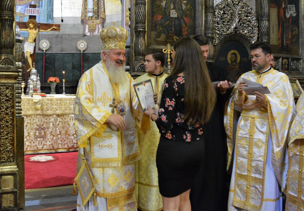 Mitropolitul Andrei îi va premia pe cei 17 absolvenți de liceu din Arhiepiscopia Clujului, care au luat nota 10 la examenul de Bacalaureat – sesiunea 2019