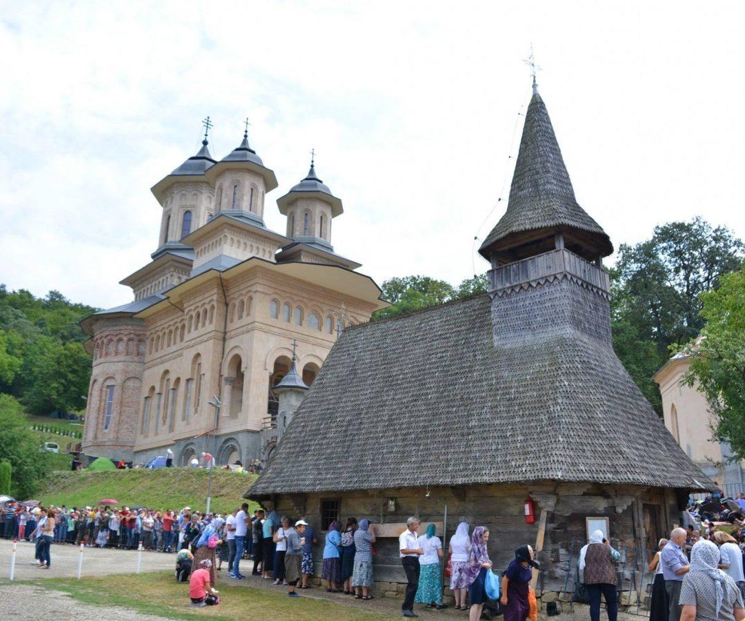 Zeci de mii de pelerini, așteptați la hramul Mănăstirii Nicula