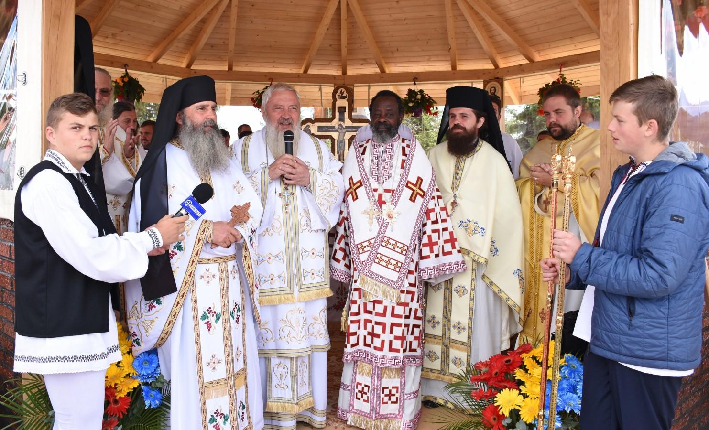 """Mitropoliții Andrei și Innocentios, la hramul Mănăstirii """"Sfinții Martiri Brâncoveni"""" din Mărișel"""