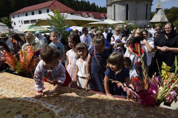 """Hramul Mănăstirii """"Sfântul Ioan Iacob Hozevitul"""" de la Piatra Craiului"""