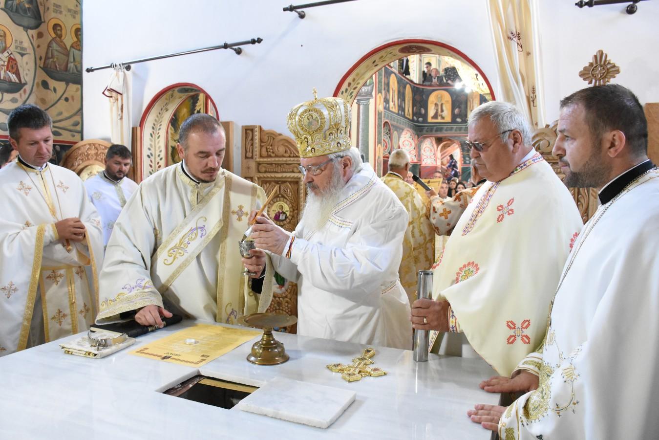 """Sfințirea Bisericii """"Sfântul Apostol Andrei"""" din Dej"""