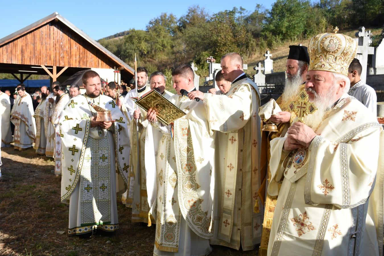 Mitropolitul Clujului a resfințit Biserica Parohiei Viile Tecii