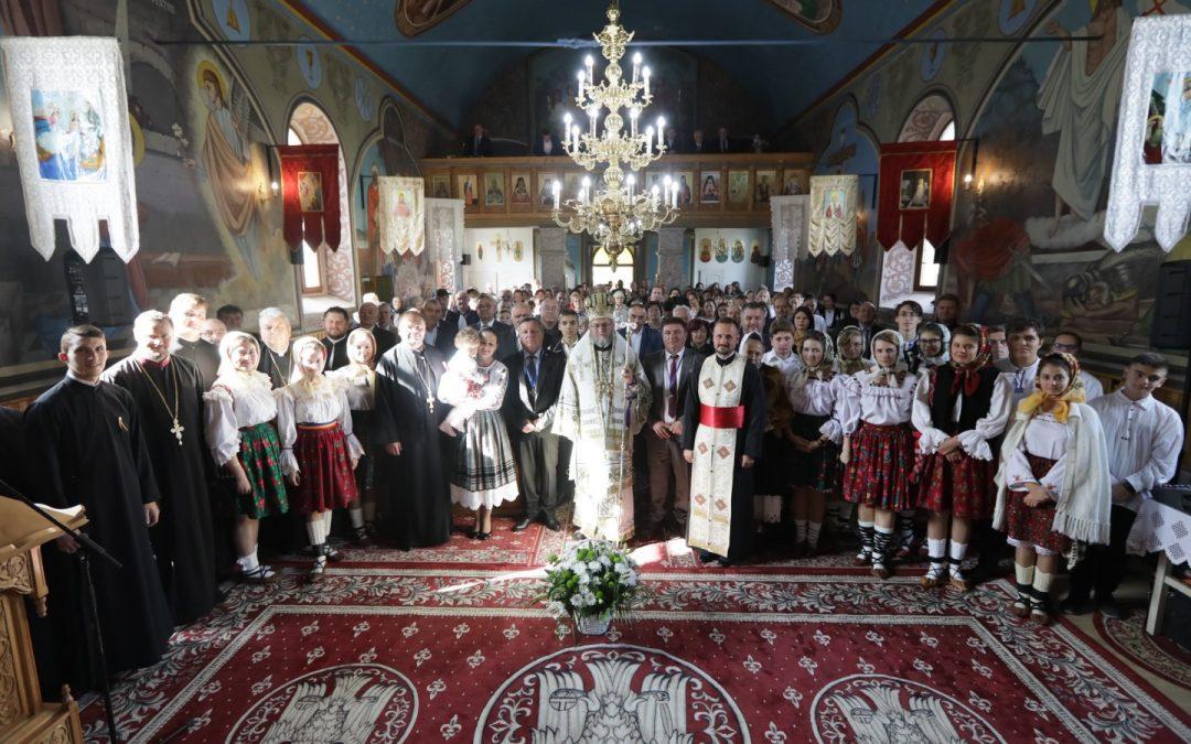 Binecuvântare capelă de cimitir şi Sfânta Liturghie Arhierească în Parohia Curtuiuşu Mare, Protopopiatul Chioar