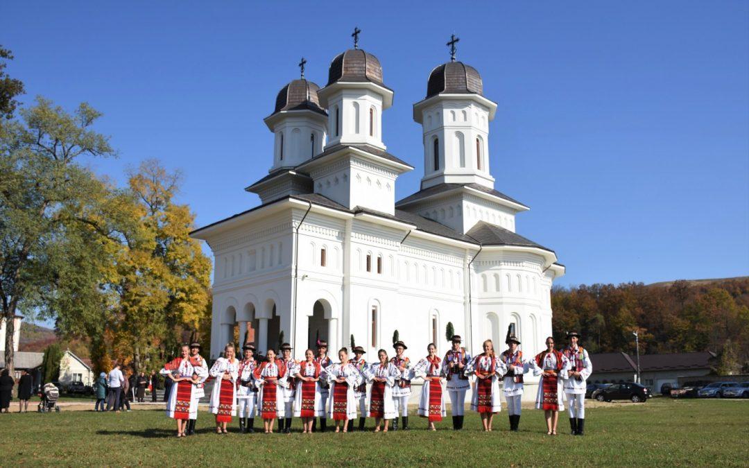 Prima Sfântă Liturghie oficiată în Biserica Mare a Mănăstirii Dobric