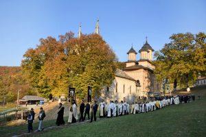 Părintele Serafim Măciucă a fost înmormântat în cimitirul Mănăstirii Nicula