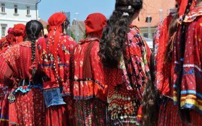 Elevii bistrițeni de etnie romă, îndemnați să culeagă povești de acasă