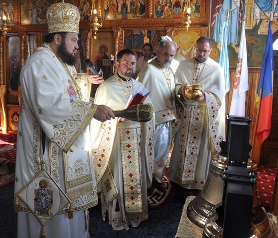 Clopotele bisericii din parohia sălăjeană Crișeni, sfințite Preasfințitul Petroniu