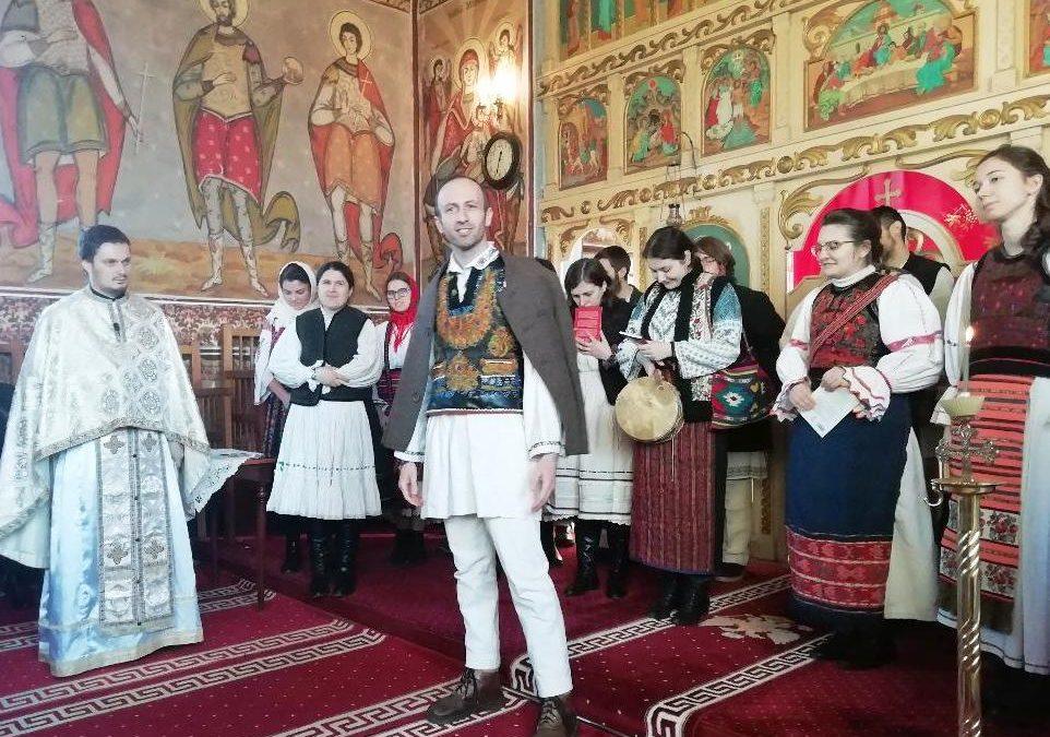 """Credincioșii parohiei clujene Hășdate, colindați de Ceata """"Sfântul Ioan Valahul"""""""
