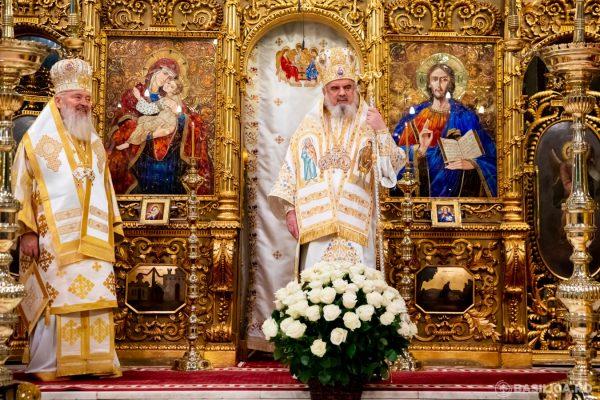 """Preafericitul Părinte Daniel, felicitat de Sf. Sinod. Mitropolitul Andrei: """"Patriarh puternic pentru vremuri dificile"""""""