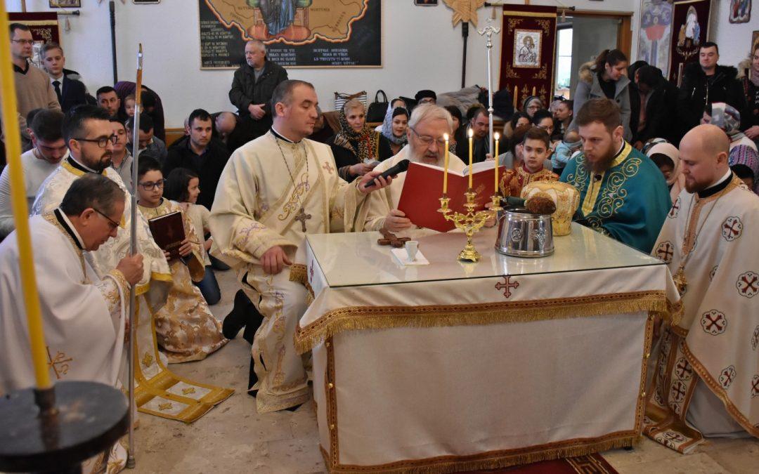 Mitropolitul Clujului a sfințit iconostasul Paraclisului Parohiei românești din Passau-Vilshofen, Germania