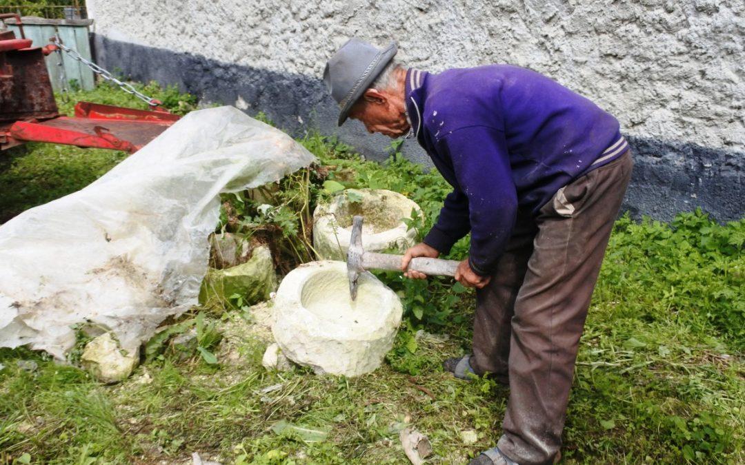 Memorii dăltuite în piatră – cioplitorul Ioan Raţiu din Podeni