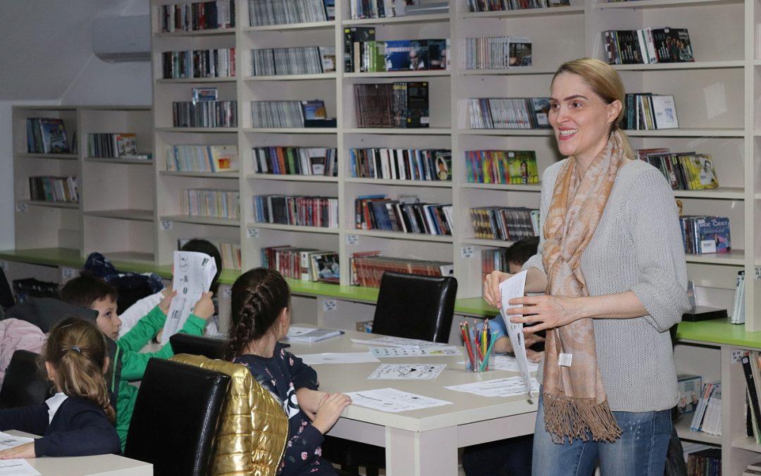 """Zeci de bistrițeni învață gratuit limba engleză la Biblioteca Județeană """"George Coșbuc"""" Bistrița-Năsăud"""