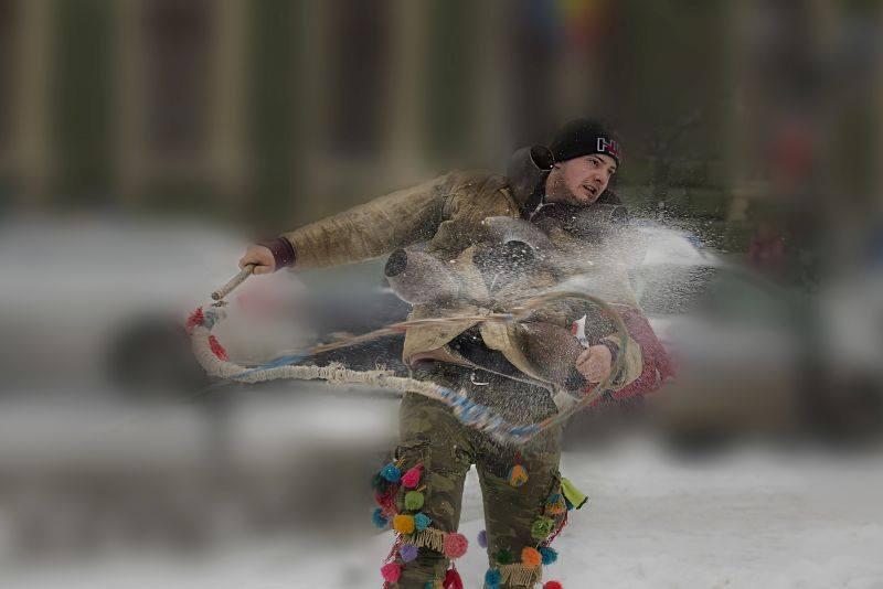Fotografii etnografice  și cântece tradiționale maramureșene, prezentate la Cluj-Napoca